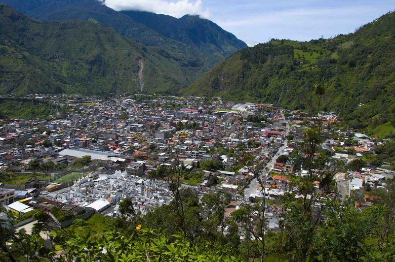 Вид на деревню с холма