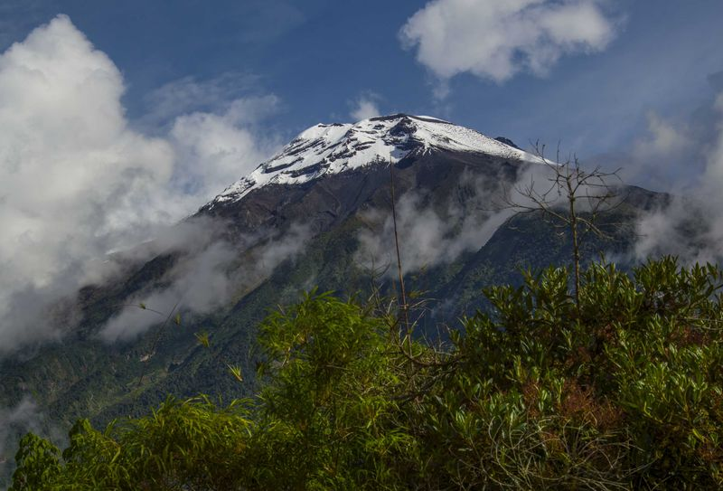 Действующий вулкан Тунгурауа