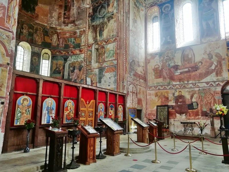 внутри Гелатского монастыря