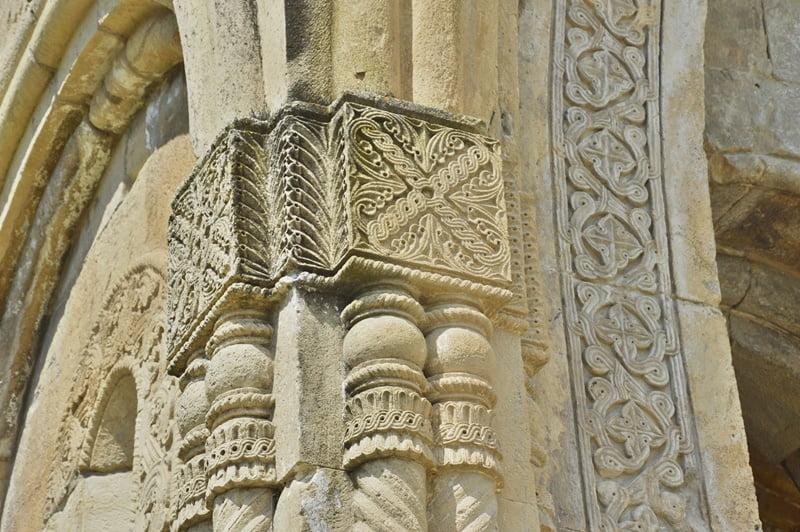 Резьба по камню в храме Баграта Кутаиси