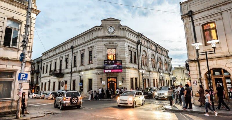 фасад исторического музея в Кутаиси