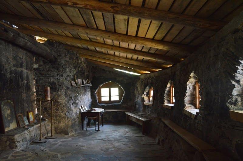 Внутри сванской церкви