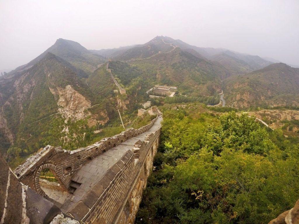 Длина Китайской стены более 20 тысяч километров