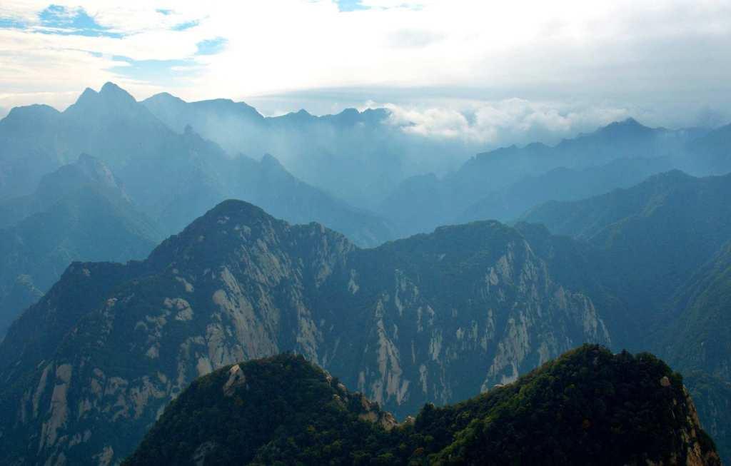 Вид на горные вершины