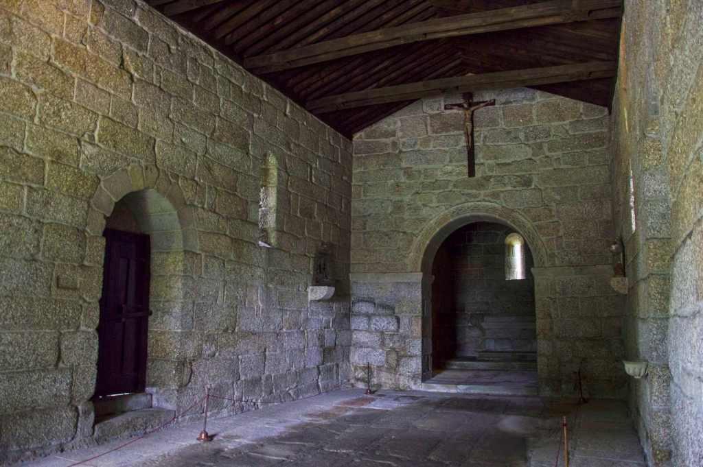 Внутри помещения