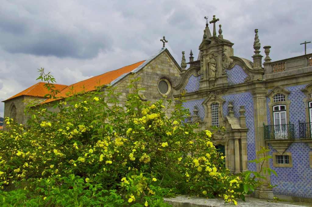 Цветы и храм