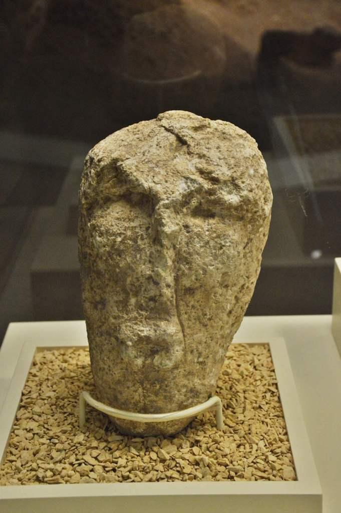 Человеческая голова- скульптура