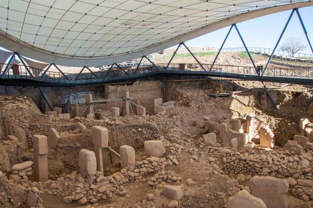 Вскрытие земли для изучения культурных слоев