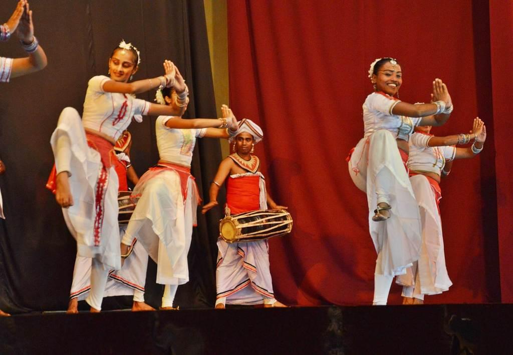 Женские танцы Шри-Ланки