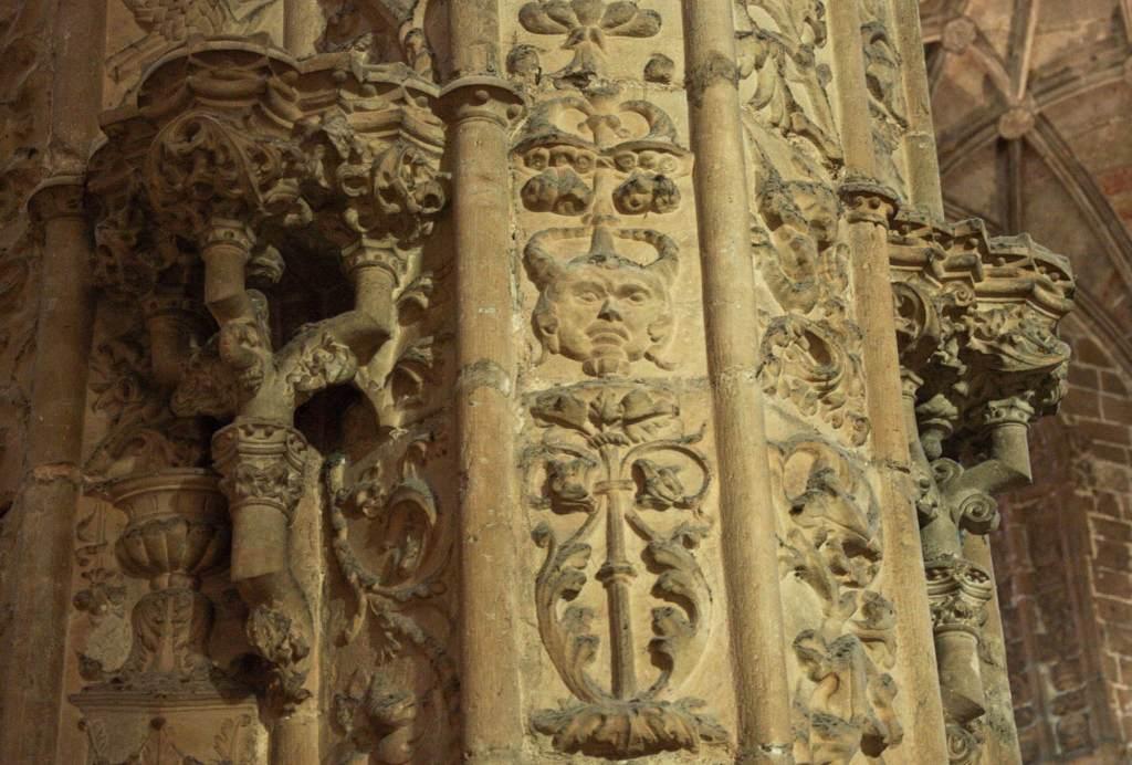 Изображение черта в церкви
