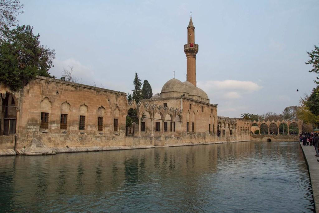 Мечеть у пруда