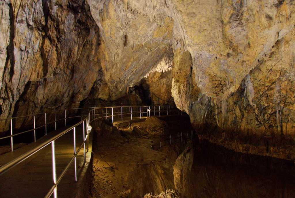 Настил для туристов - пещера Барадла