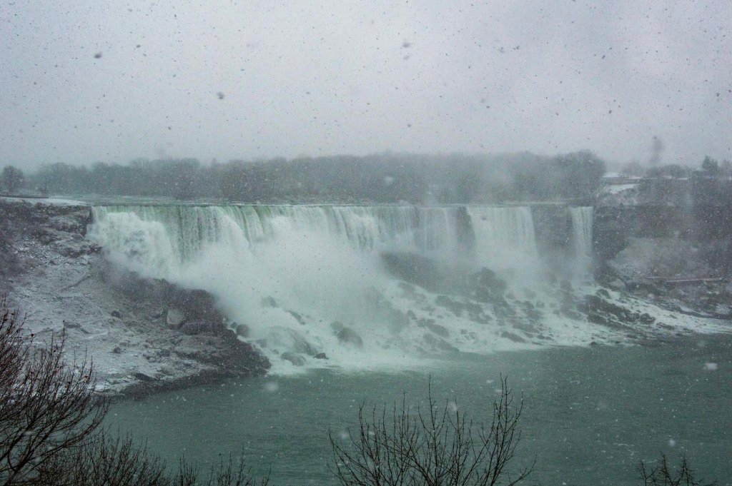 ТУман и снегопад в Канаде