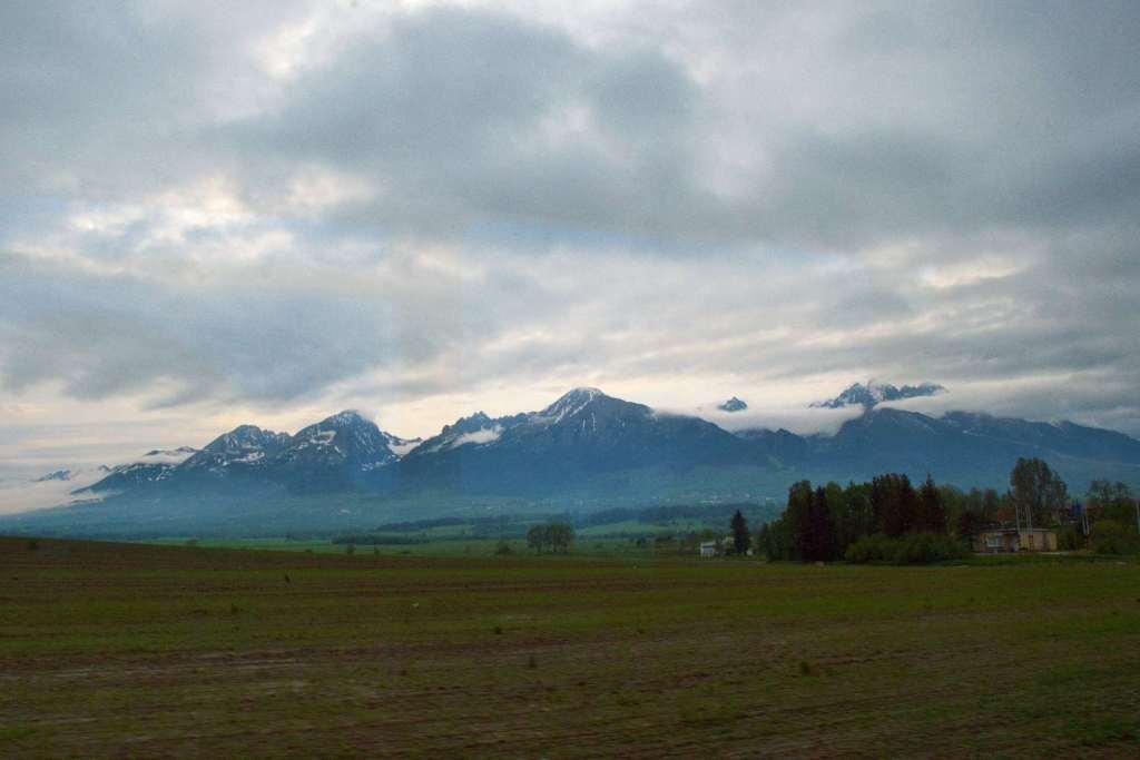 Горные вершины покрытые снегом