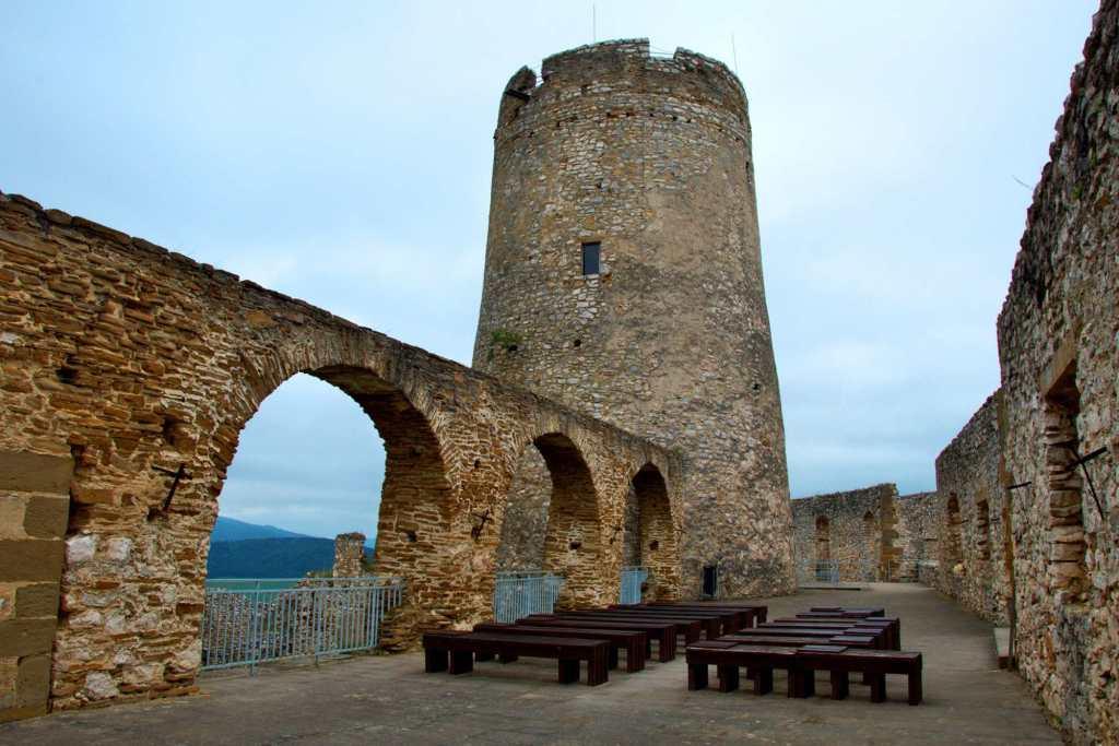Каменные постройки 15 века в Словакии