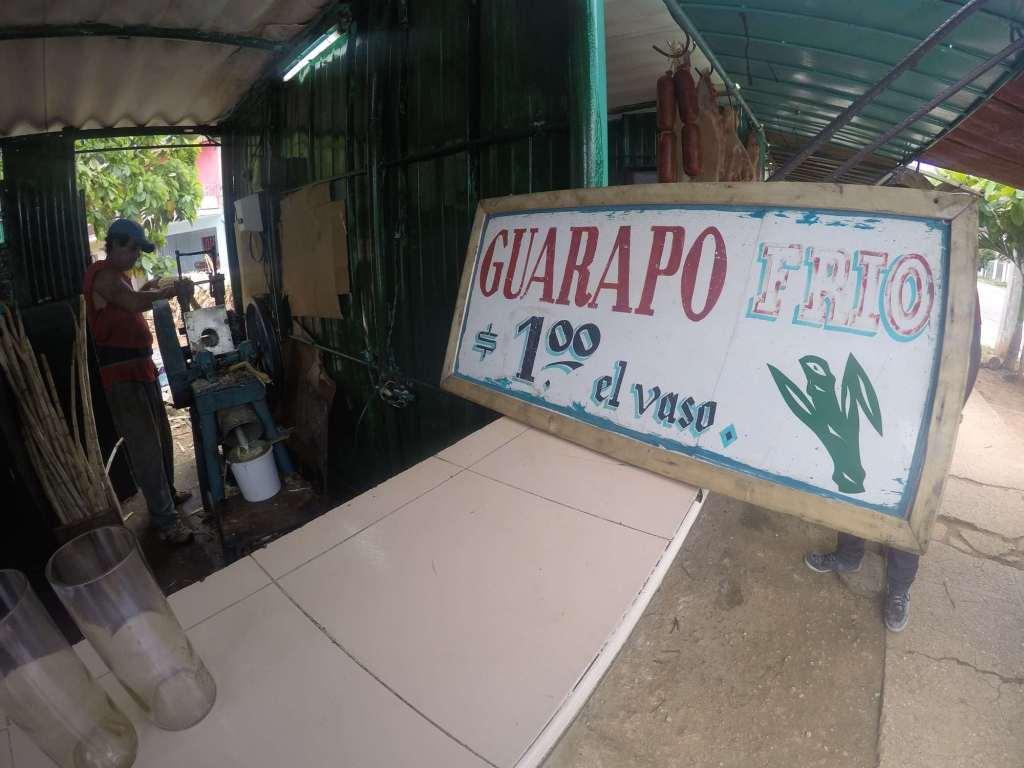 Вывезка в ларьке гуарапо в Гаване