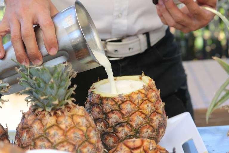 Коктейль в ананасе - кубинская кухня