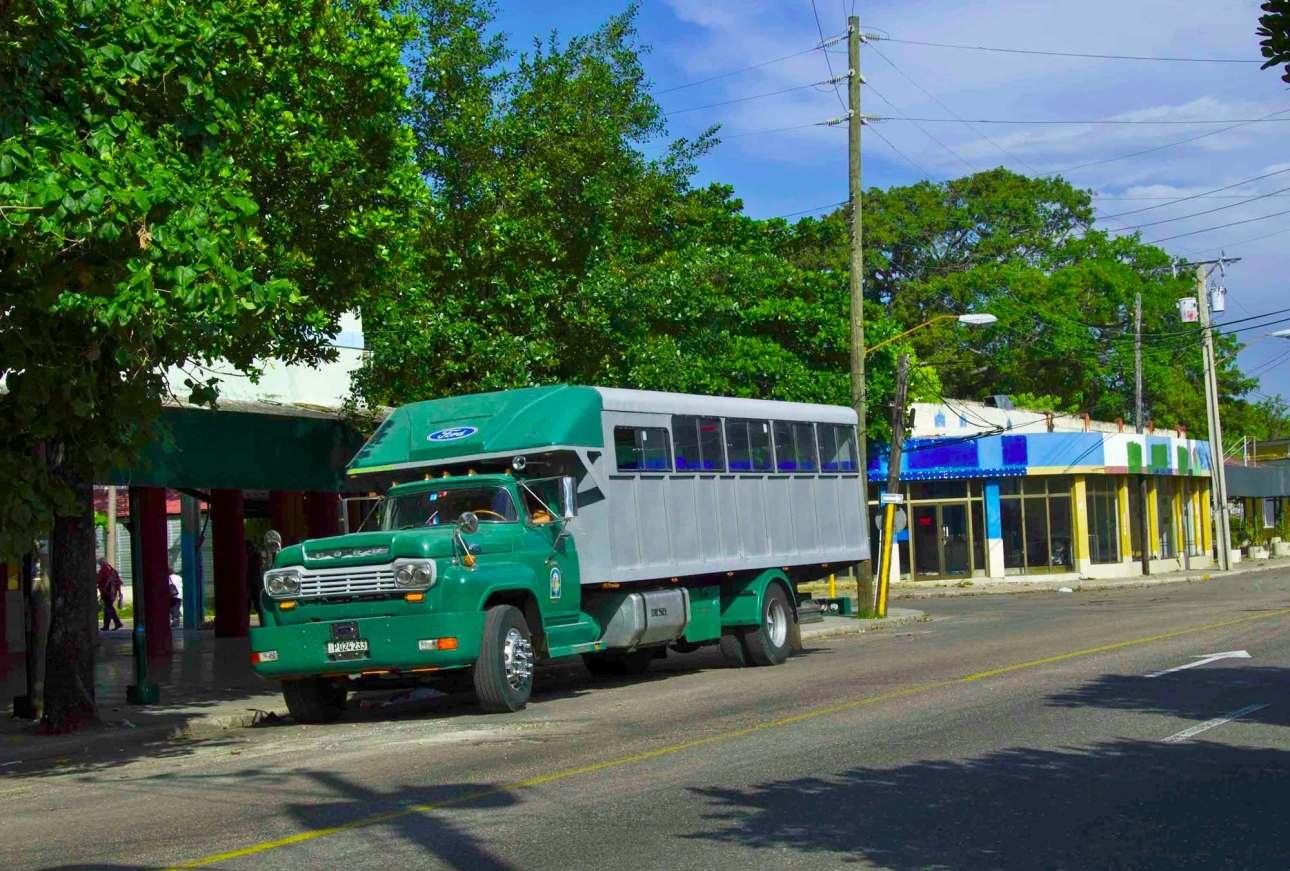 Зеленый грузовик