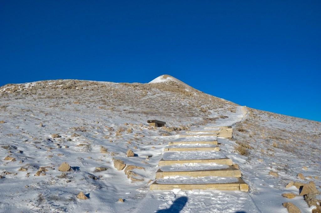 Искусственный курган на горе Немрут