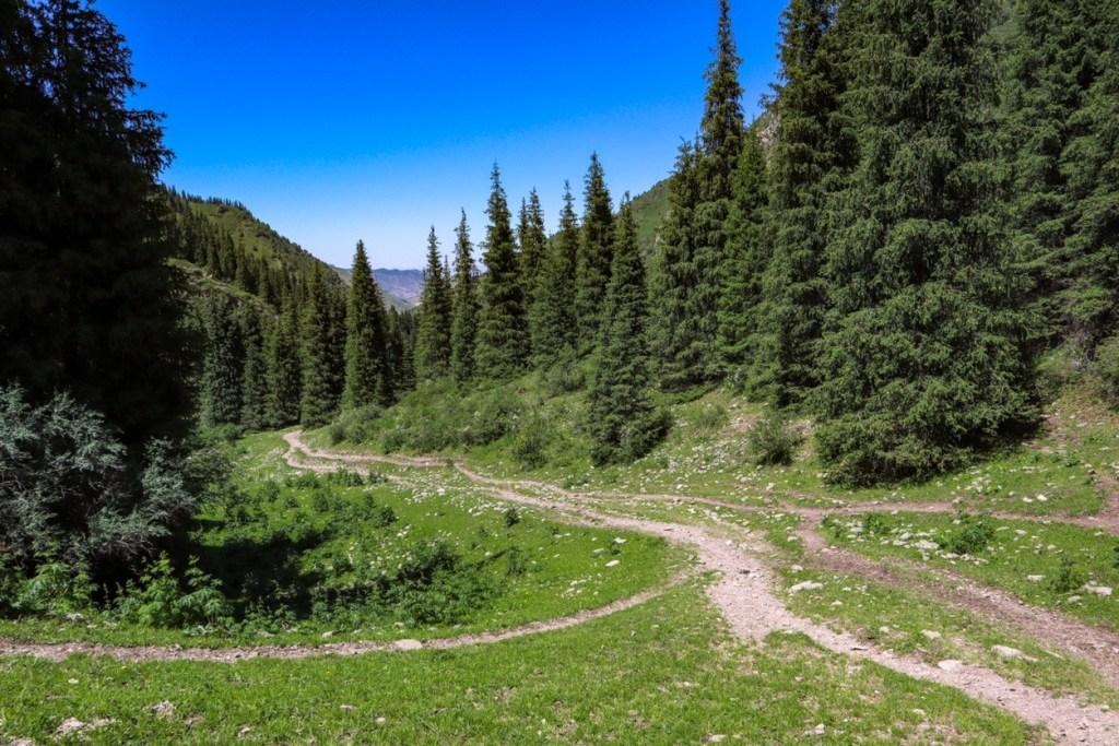 треккинг в киргизии к горным озерам