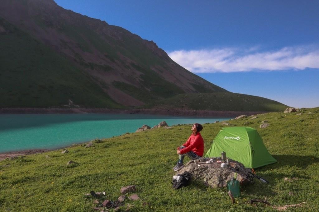 палатка у озера Кель-Тор