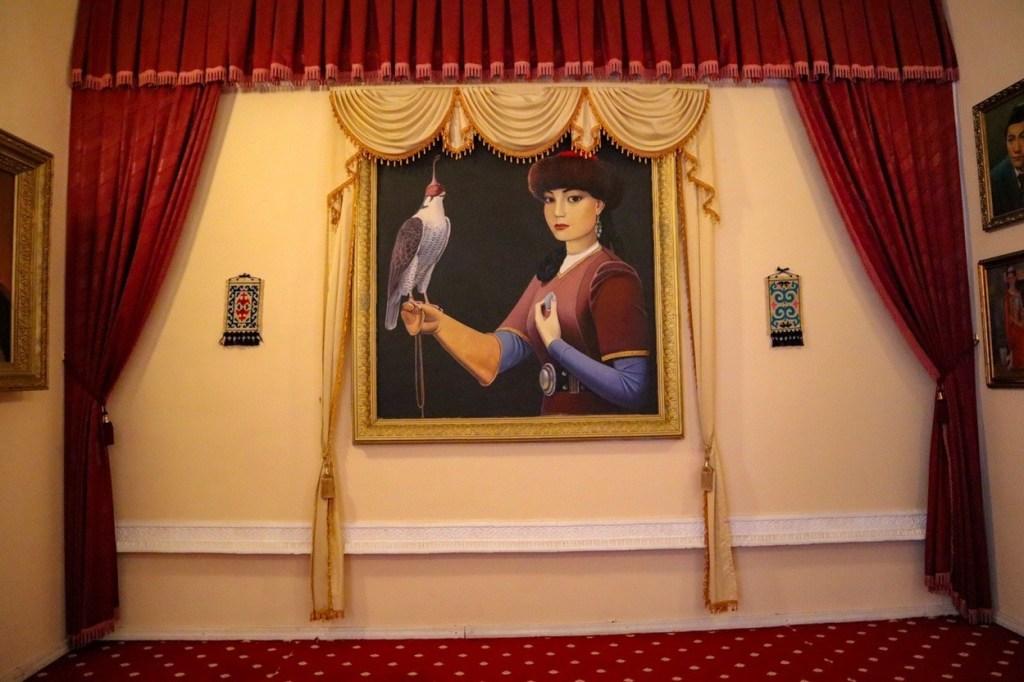 картина — женщина с орлом