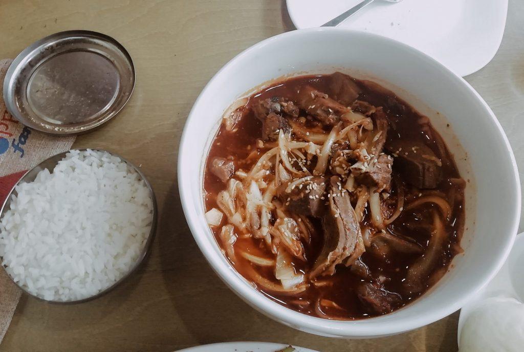 Суп с лапкой из собачьего мяса — киргизы едят собак