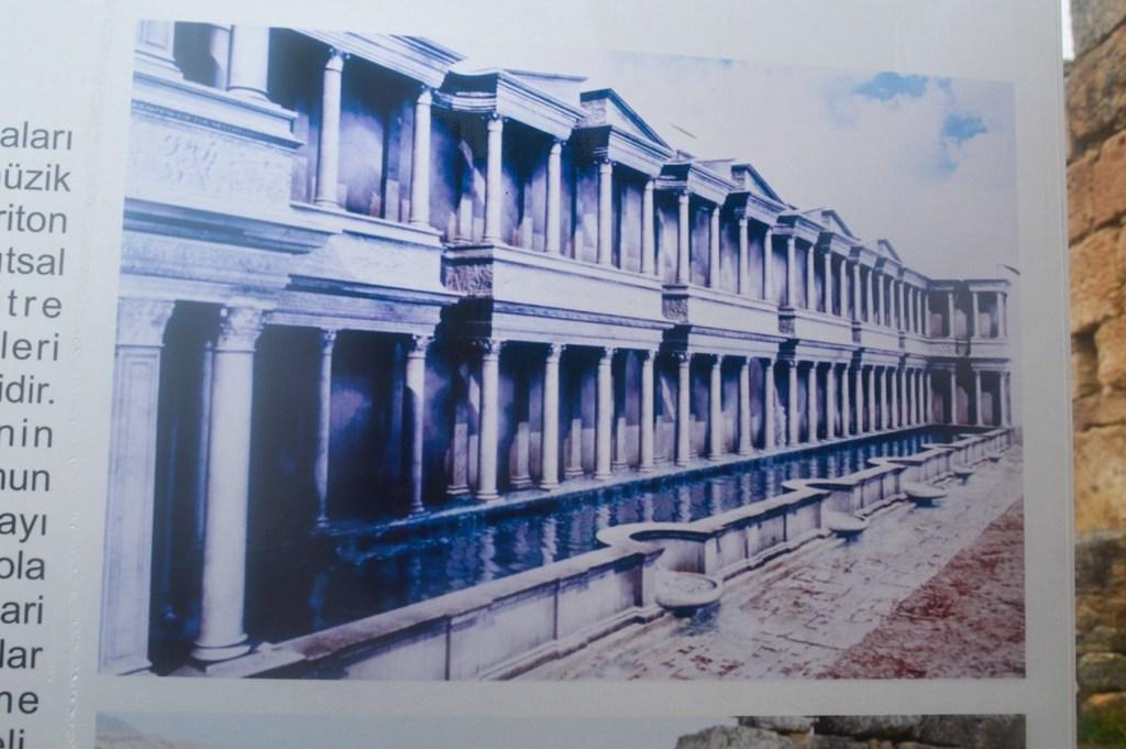 Реконструированное изо ражегие фонтана в городе Иераполис