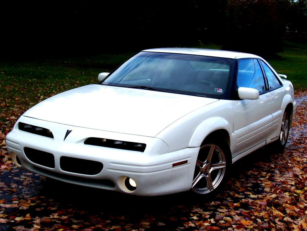 hight resolution of pontiac grand prix coupe 1996 4