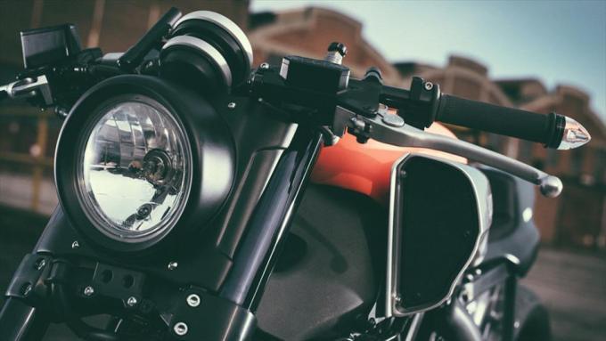 VMAX カフェレーサー ヘッドライト