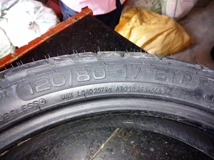 CEAT Zoom R Tyre 120 80 17