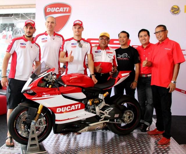 13-2014-Ducati-1199-Championship-Edition-013