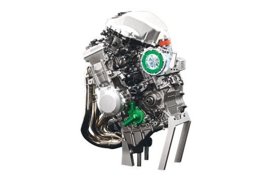 Kawasaki_Ninja_R2_Engine_MCN_1