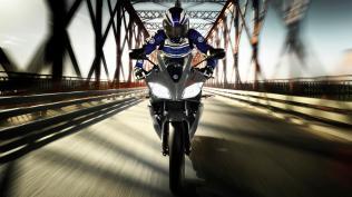 2012-Yamaha-YZF-R125-EU-Matt-Grey-Action-001