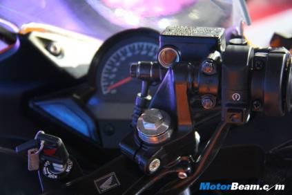 2012_Honda_CBR150R_08