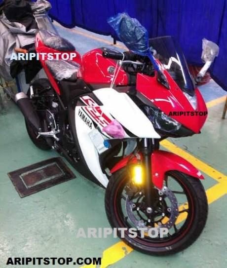 Yamaha R25, Front