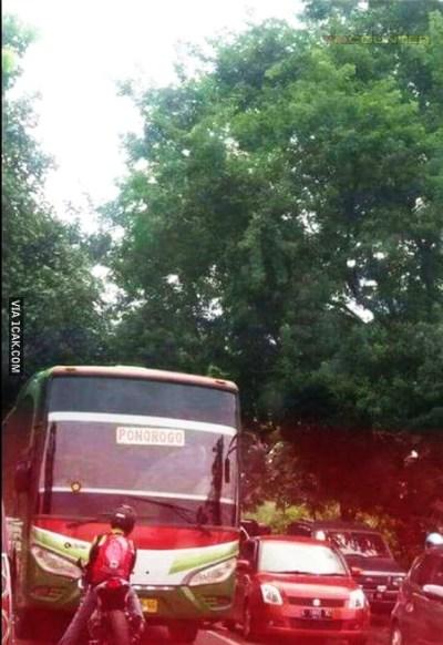 Bus Restu Lawan Arus - Foto Arah Depan