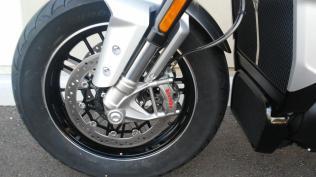 triump rocket 3 motomaxoneblog gas motorcycle (10)
