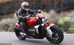 triump rocket 3 motomaxoneblog gas motorcycle (14)