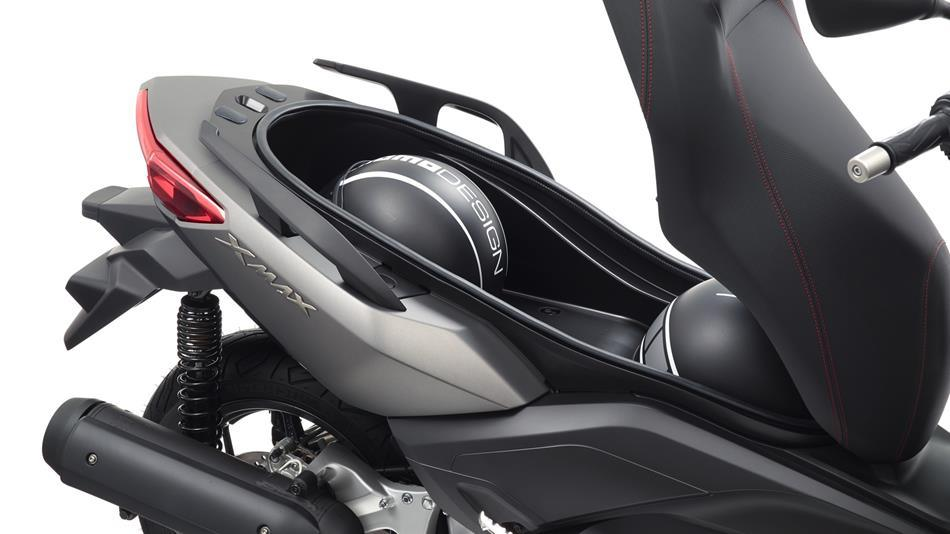2015-Yamaha-XMAX-125-ABS-EU-Matt-Grey-Detail-007.jpg