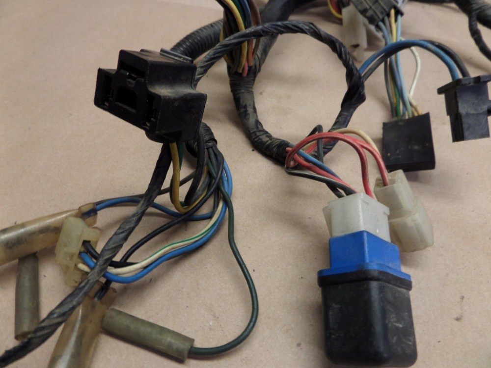medium resolution of 1985 yamaha vmax 1200 vmx12 wiring harness w fuse box and other used motorcycle parts motoplane parts