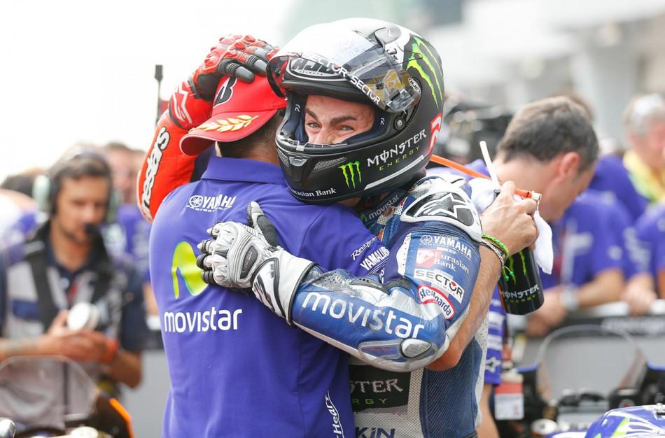 Lorenzo ne peut cacher sa joie à l'annonce de la mésaventure de Rossi.