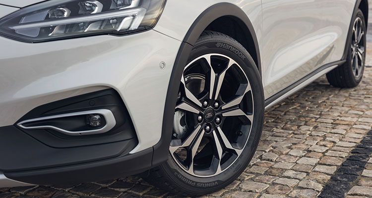 2018 ford focus front wheels
