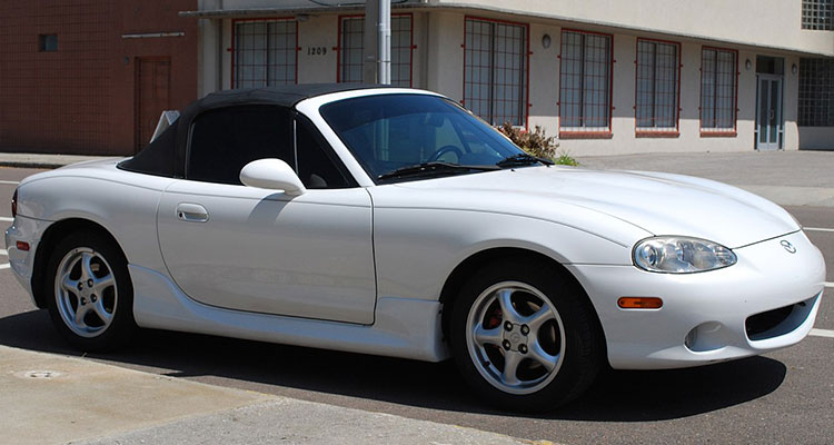 Mazda MX5 white side