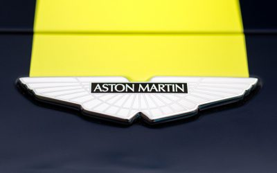 Vantage GT3 and GT4 badge feature