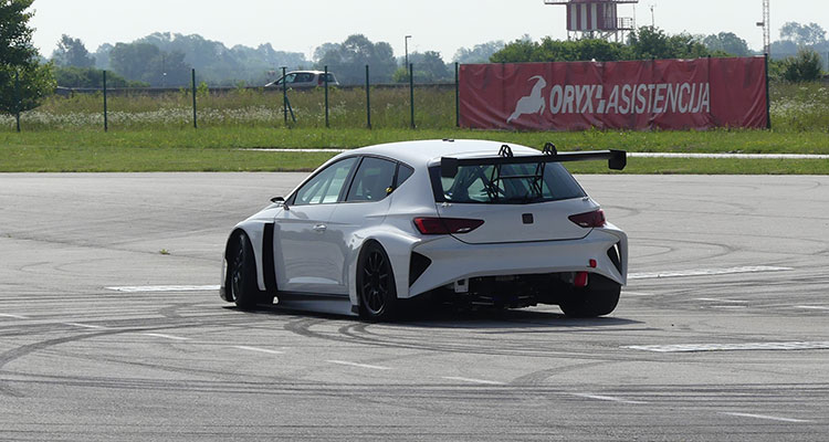 Cupra tests new e-Racer 2