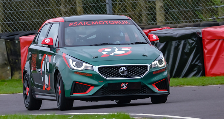Low-cost MG3 Racer debut