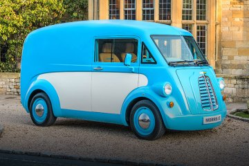 Retro Electric Morris JE Van