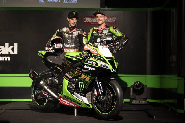 Jonathan Rea y Alex Lowes junto a la Kawasaki Ninja ZX10R 2020