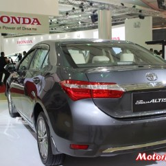 New Corolla Altis Diesel Automatic All Kijang Innova 2016 Auto Expo Toyota Interior Pics And Details